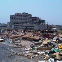 Damage from tornado on 23 May 2011, Эйрпорт-Драйв