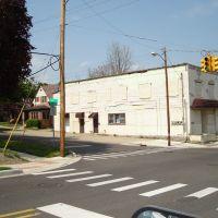 North Stevenson Street and West Third Avenue, Бичер