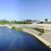 The Flint River and Downtown Flint Skyline, Бичер