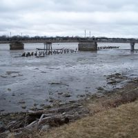 Extreme low water at Riverwalk Pier, Бэй-Сити