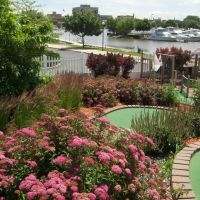Buoy 18 Miniature Golf & View to Saginaw River, Бэй-Сити