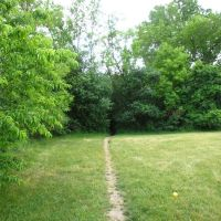 Trail going to the nature area in Leslie Park, Ann Arbor, Варрен