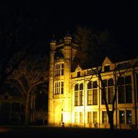 Fordson High School at night, Дирборн