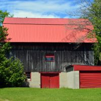 S. Center Hwy Barn 3, Екорс