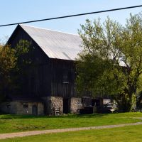 Lake Leelanau Dr. Barn, Ист-Детройт