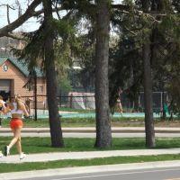 Jogging through campus, Ист-Лансинг