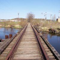Exploring the former CK&S bridge to the former Kalamazoo Paper Company (20060417), Иствуд
