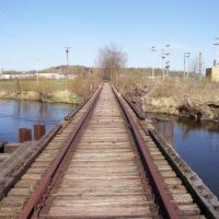 Exploring the former CK&S bridge to the former Kalamazoo Paper Company (20060417), Иствуд