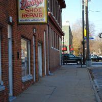Dennys Shoe Repair, Кадиллак