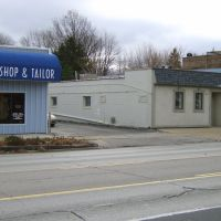 DeArmond Research, an electronics company owned by Harry Dearmond, the musical instrument pickups inventor, was based in this building (4124 Secor Road, Toledo) from 1946.  View is looking Southeast.  For more DeArmond information see www.musicpickups.com, Ламбертвилл