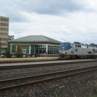 Amtrak arriving at new Pontiac, MI train station August 8, 2011, first day the new station is open, Понтиак