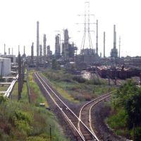 rails & the refineries of Oakwood Heights, Ривер-Руж