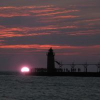 Sunset in South Haven pier, Саут-Хейвен