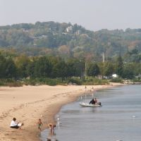 Beach in Traverse City, Michigan, Траверс-Сити