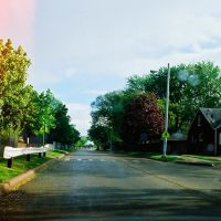 The west side of Harper Avenue split over Interstate I-94 in Harper Woods Michigan USA, Харпер-Вудс