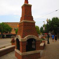 Sidewalk Fireplace (8th Street Downtown Holland, MI), Холланд