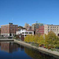 Downtown Bangor as seen from the Kenduskeag river pedestrian bridge, Хампден