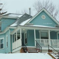 DSC_2518 Fee Fee blue house snow 012207, Вудлаун