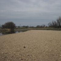 the gravel bar up river of the route 1 bridge, Норт-Брентвуд