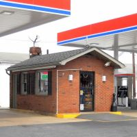 old gas station, A C & T Co, Historic National Road, Alt U.S. Route 40, 724 Frederick Street, Hagerstown, MD, Хагерстаун