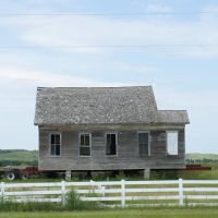 Comstock, NE: house on wheels, Беллив