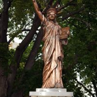 North Platte, NE: Statue at Courthouse, Норт-Платт