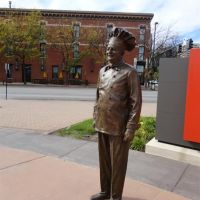 Chef Boyardee statue, ConAgra Foods, Omaha, NE, Омаха