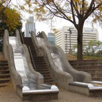 Downtown Omaha -- Slides at Gene Leahy Mall -- Notice FNB Tower in background, Омаха