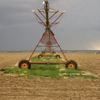 Merna, NE: Center Pivot & Storm Clouds, Спрагуэ