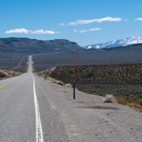 U.S. Highway 50 toward Mt. Airy Mesa (left) and the distant Toiyabe Range, Вегас-Крик
