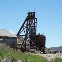 Looking east to the Desert Queen Mine headframe above Tonopah, Nye Co., NV, USA, Тонопа