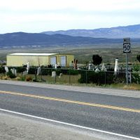 "Highway 50, ""The Loneliest Road in America"", cutting thru the middle of the Austin Nv. graveyard. Elevation 6250 ft., Хавторн"