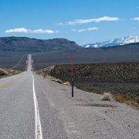 U.S. Highway 50 toward Mt. Airy Mesa (left) and the distant Toiyabe Range, Эврика
