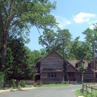 Log House, Медфорд-Лейкс