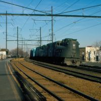 Southbound Conrail Mixed Freight Train with a pair of GG1s providing power at Elizabeth, NJ, Элизабет
