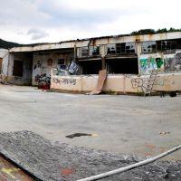 Concrete Courtyard, Бикон