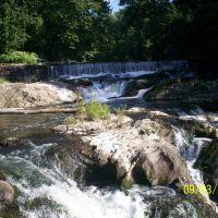 Madam Brett Park Waterfall, Бикон