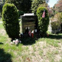 Louis Armstrongs Gravesite, Броквэй