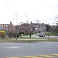 GC Middle School - longislandvillageproperties.com, Гарден-Сити