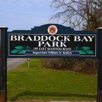 Braddock Bay Park sign, Грис