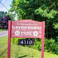Gates Town Park - sign, Грис