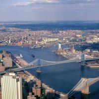East River New York, Депев