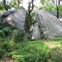 Split Rock: Traditionally, Anne Hutchinsons Hiding Place During Indian Raid, Истчестер