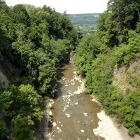 Cornell gorge and falls from the pedestrian bridge, Итака
