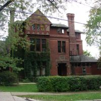 Old Ithaca mansion, now an apartment building., Итака
