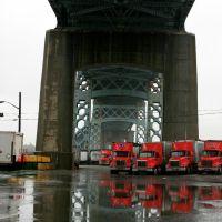 Tough Guys under the bridge, Квинс
