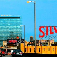 Silvercup Studios, the largest Film and TV studios in NYC. Formerly, Silvercup Bakery, Квинс