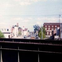 Looking down Broadway from railroad overpass, Кингстон
