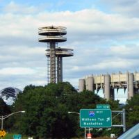 USA - NY - New York City. Oberservatory Towers and NY State Pavillon at Flushing Meadows Park - where the MiB catch Aliens, Корона