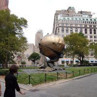 New York - Battery Park - The Sphere of the World Trade Center by Fritz Koenig, Лейк-Плэсид